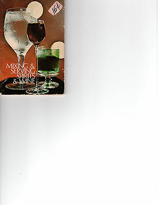 Mixing & Serving Spirits and wine Banner books 1973 Handy little booklet