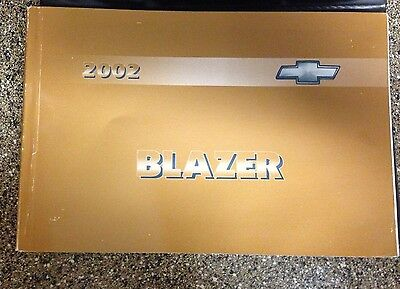 2002 Chevy Blazer Chevorlet Owners Manual w/case Great Shape