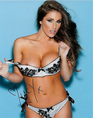 LUCY PINDER SIGNED 10x8 PHOTO - Nuts/Zoo