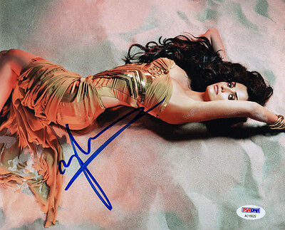 PENELOPE CRUZ SIGNED AUTOGRAPHED 8x10 PHOTO VERY SEXY PRETTY PSA/DNA