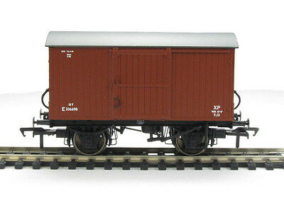 38-376 Bachmann 00 Gauge 12T Ventilated Van BR Bauxite (Early) New & Boxed