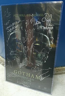 Gotham Poster SIGNED BY CAST AND CREATORS + WRIST BAND COMIC-CON 2016 SDCC