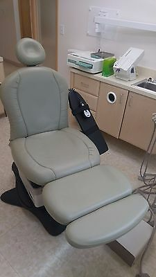Midmark Chair table with Ritter 355 Procedure light and Asepsis21