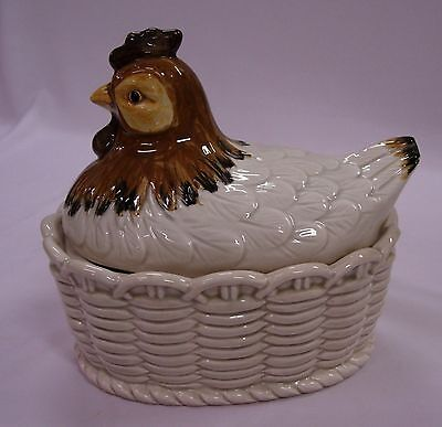 Ceramic M-O-C Chicken On A Basket Covered Dish