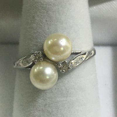 14k White Gold Ring With 2 Pearls And 2 Diamonds