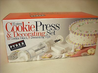 New old Stock Pyrex Accessories 21 Piece Cookie Press & Decorating Set