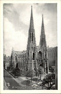 New York postcard ~1950/60 St. Patrick's Cathedral exterior view street Kirche