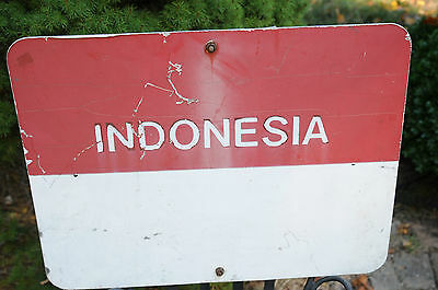 "Vintage Country Sign Aluminum & Vinyl w/ Rear Metal Bracket 24"" X 18"" Indonesia."