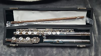 Pearl Flute BRAND NEW PF-525 Series Flute w/ case and cover Off Set, Silver Lip