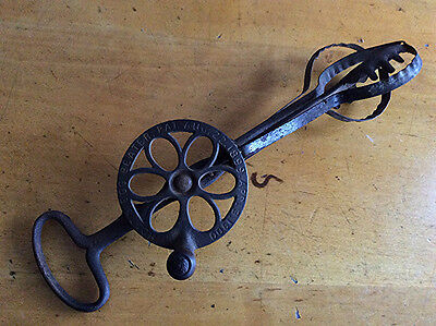 Antique Holt's 1899 patent hand egg beater