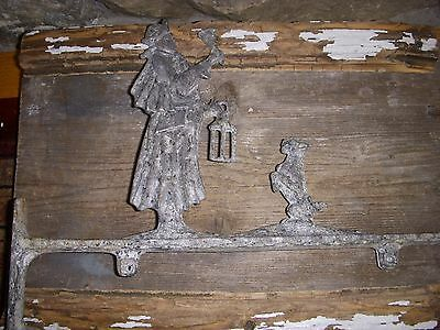 RUSTIC COLONIAL ANTIQUE TOWN CRIER&DOG SIGN HOLDER Porch/Plant/Lamp Hook Hanger