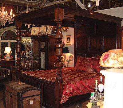 Antique Style Four Poster Canopy Bed, Queen size.