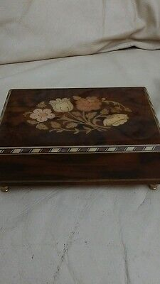 Sankyo Musical windup wooden hinged  box Torna a Surriento