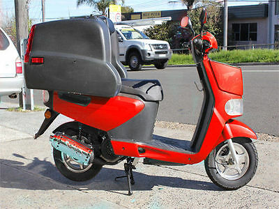 TONELLI ZIPPY 125cc DELIVERY SCOOTER RED