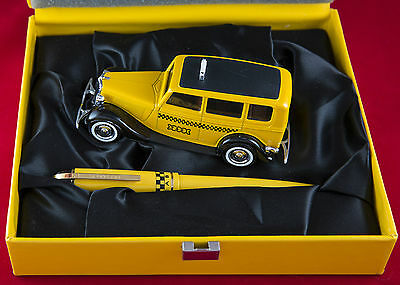 Wahl Eversharp Skyline Yellow Cab Fountain Pen M - 14k Gold Nib with model taxi