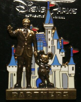 """Disney Walt  Mickey In Front Of Castle """"partners"""" Pin New On Original Card"""