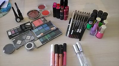 Lot de 50 maquillages NEUF