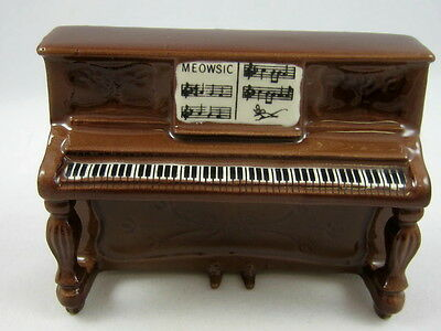 Hagen Renaker miniature made in America Upright Piano style two