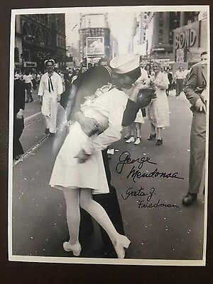 V-J Day WW2 signed 9x12 photo Friedman and Mendonsa Autograph VJ Day Eisenstaedt