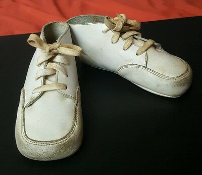 Vtg White LEATHER Baby Toddler Crib CREEPERS Walking SHOES w Laces 40s 50s Dolls