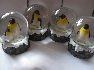 Penguin/penguin And Baby Snowglobe
