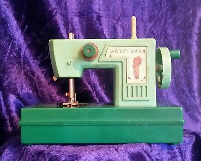 Vintage Betsey Clark Childrens sewing machine SCARCE