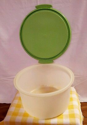 VINTAGE - GREEN TUPPERWARE CAKE CARRIER-ROUND  Must See!!