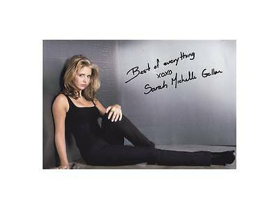 """SARAH MICHELLE GELLAR  Hand Signed Photo Approximately 7""""x 5"""""""