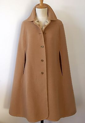 SUPER STYLISH VINTAGE REVERSIBLE WOOL CAPE c1970s Camel/cream
