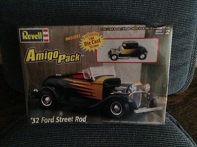 Sealed  1/25 SCALE REVELL. '32 FORD STREET ROD AMIGO PACK. DIE-CAST INCL.