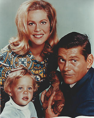 Bewitched Cast  8 X 10 Photo With Ultra Pro Toploader