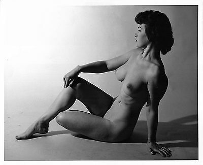 Busty BETTIE PAGE look-a-like sexy vintage c.1950 nude photo by De Marco