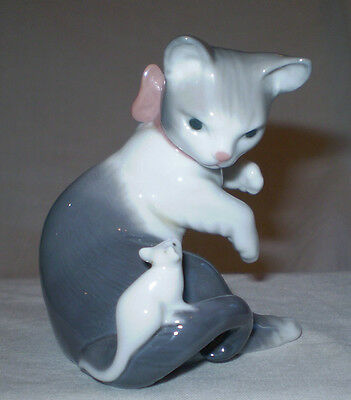 Lladro Cat With Pink Bow & Mouse Figurine Hand Made In Spain