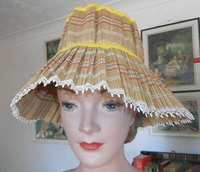 Vintage Hat from 1950s or 1960s perfect for the beach - collapsable