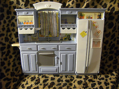 Barbie 2002 Play All Day Kitchen: Refrigerator Sink Curtains Oven Mattel