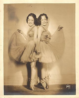 "Daisy and Violet Hilton ""SIDE SHOW"" San Antonio Siamese Twins 1920's Press Photo"