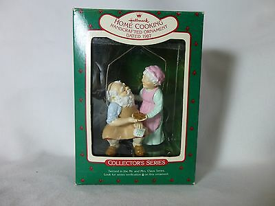 1987 Hallmark Keepsake Ornament - Home Cooking 2nd in the Mr & Mrs Claus Series