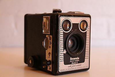 Old Box Brownie Camera **** Great Condition ***** Working *****