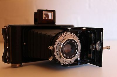 KODAK LONDON  BROWNIE ~ Foldout Camera ~ DAKON SHUTTER ***** WORKING *****