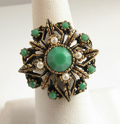 Vintage Cocktail Glass Kelly Green Rhinestone & Brass Ring Sze 7.5 Adjustable