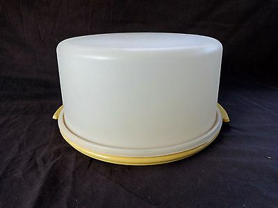 """Vintage Tupperware Maxi 12"""" Cake Taker with Gold Base *EX COND*"""