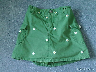 Girls green skirt with shorts underneath - age 6 - daisy flower motif