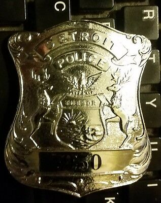 Detroit Michigan Police officer  badge  - obslete  style