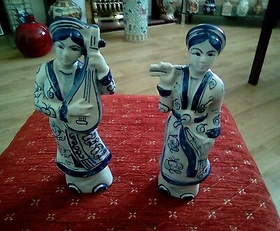A pair of Oriental ladies.(blue/white)