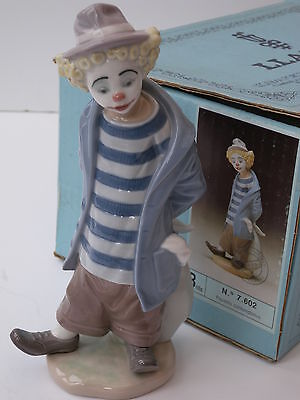"""Lladro Collectors Society China Figurine Ref.7602 """"Little Traveller"""" Very Rare"""