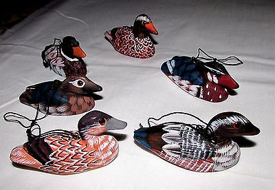 Lot of 6 VINTAGE 1970s PAINTED WOODEN DUCK DECOY CHRISTMAS ORNAMENTS Glass Eyes