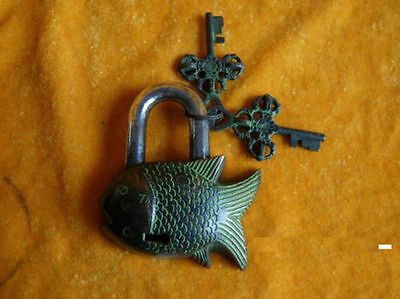 FENGSHUI tibet Chinese old style Brass Carved BIG fish lock mk