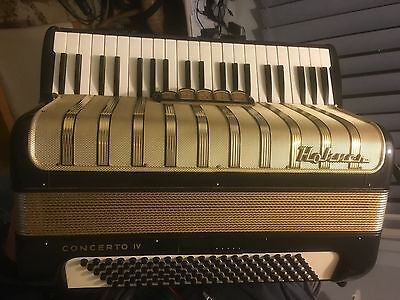 Piano Accordian - Hohner Concerto IV 120 Bass  (incl carry case)