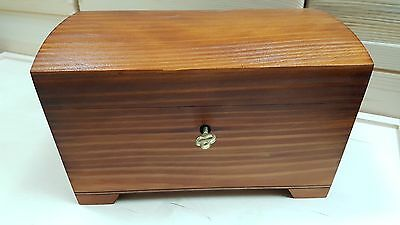 PLAIN  WOODEN JEWELLERY CHEST 20x14x12cm LOCKED WHIT A KEY  IN BROWN COLOUR