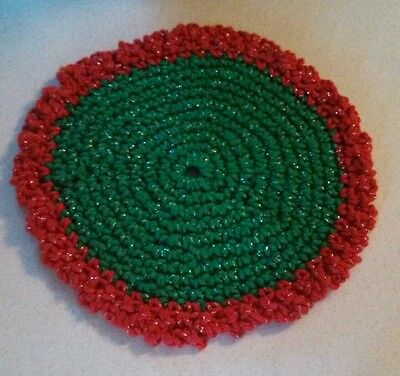 """Round Knit Crocheted Hot Pad Holiday Green & Red 7.5"""""""